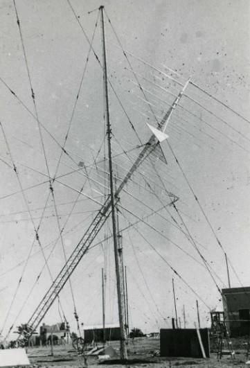 Instalación de antena logarítmico-periódica. Estación de Maspalomas (Las Palmas)