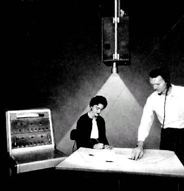Proyector de una imagen de radar usado para dibujar el tráfico aéreo
