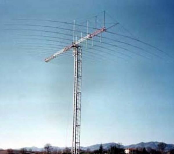Antena logarítmico-periódica. Estación de Maspalomas (Las Palmas)