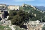 La torre de Murviedro se levanta al fondo, coronada de antenas y rodeada por las fortificaciones del castillo saguntino.Emilio Borque.