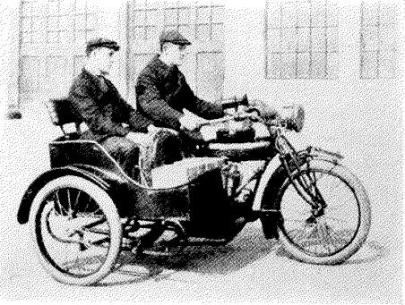 Motocicleta con sidecar usada en trabajos de instalación