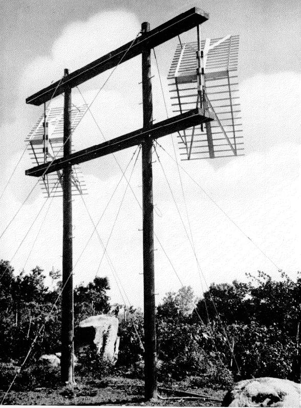 Unión por VHF entre Puerto Rico y las Islas Vírgenes. Antenas en estación repetidora de Crown Mountain