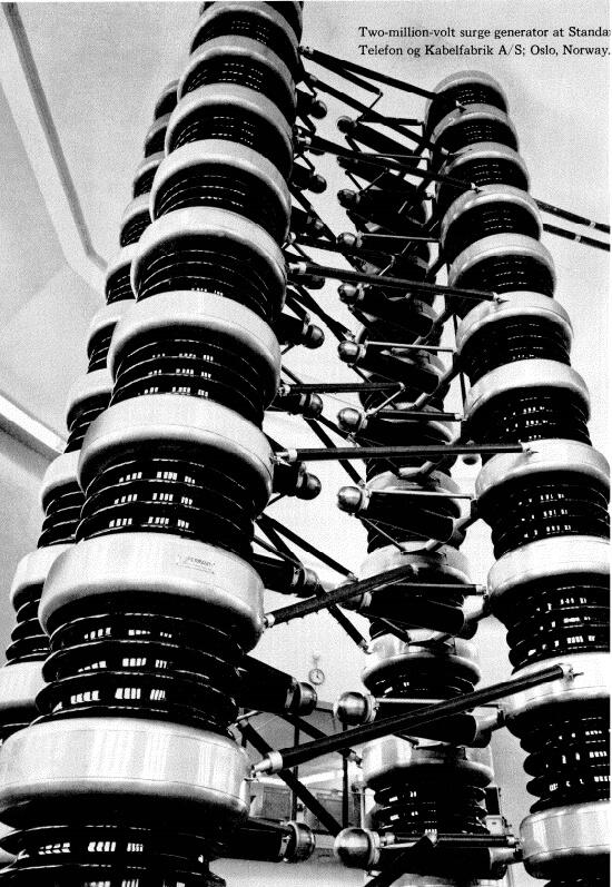 Generador de 2.100.000 voltios del laboratorio de alto voltaje de Standard Telefon og Kabelbabrik A/S; Oslo, Noruega