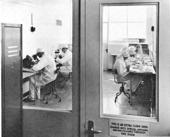 Sala extra limpia usada en el ensamble de semiconductores