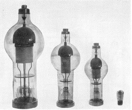 Gama de Tiratrones de alto voltaje comparados con un pequeño relé