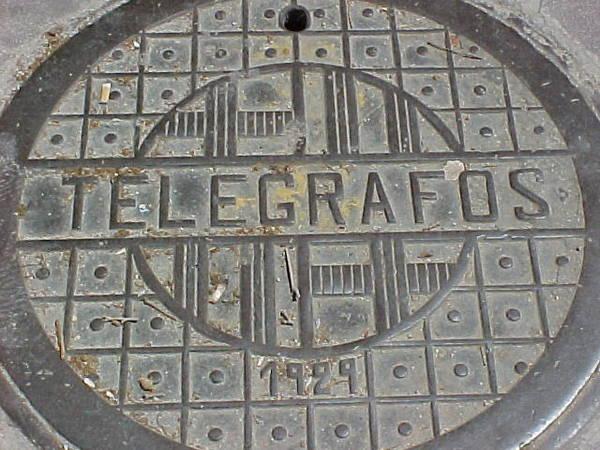 Tapa de fundición de la red de telégrafos de Barcelona 1929
