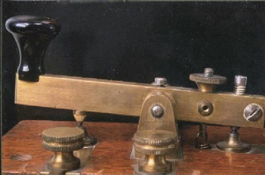 Emisor del sistema Morse, conocido como