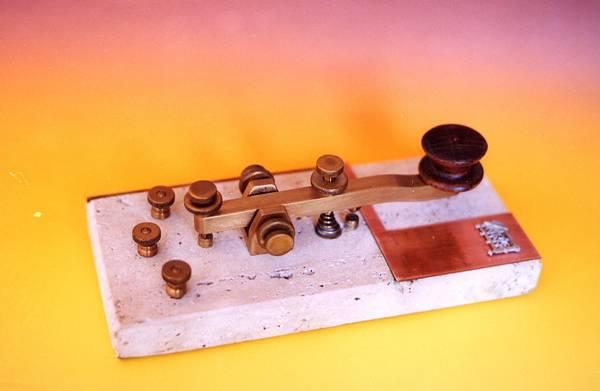 Manipulador emisor del sistema Morse.