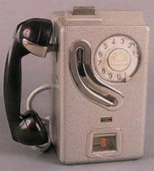 Teléfono accionado por monedas