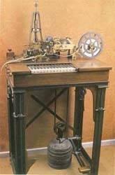 Aparato telegráfico de impresión directa Hughes.