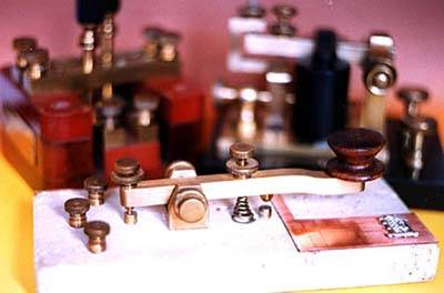 Conjunto de equipos telegráficos del sistema Morse.