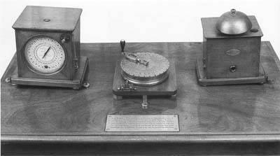 Instalación de telégrafo de Breguet utilizado en los ferrocarriles.